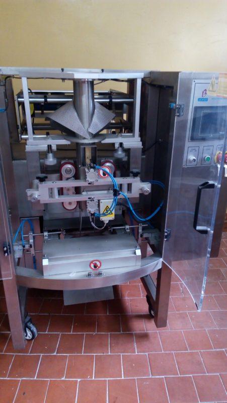 FX-500 вертикальный упаковочный станок фото